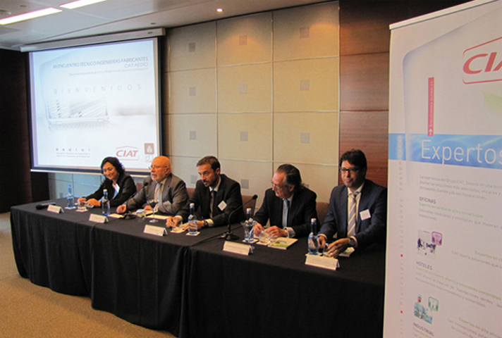 De izquierda a derecha, Ana María García (CIAT), Antonio Carrión (Aedici), Miguel Zamora (CIAT), Javier Moreno (Aedici) y Gabriel Tomillo (CIAT)