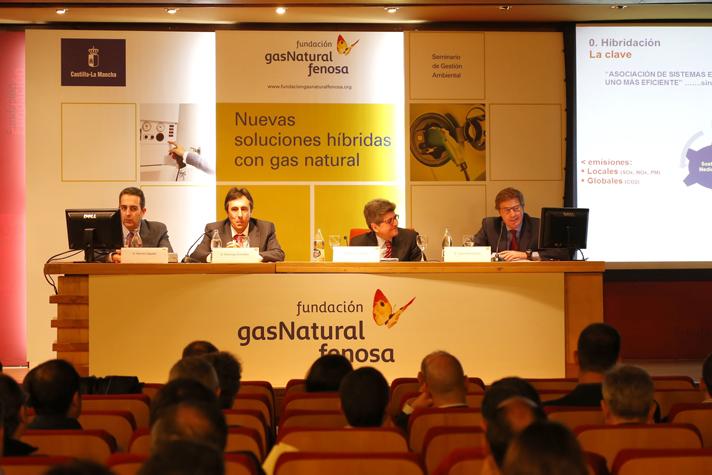 """Una imagen de la presentación de Saunier Duval en el seminario  """"Nuevas soluciones híbridas con gas natural"""""""