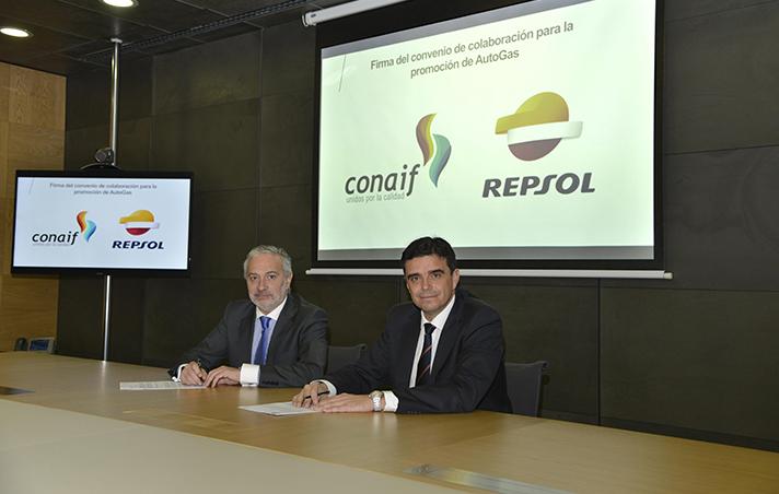 Esteban Blanco Serrano, presidente de Conaif, y  Francisco Javier Gutiérrez Bucero, representante de GLP de Repsol