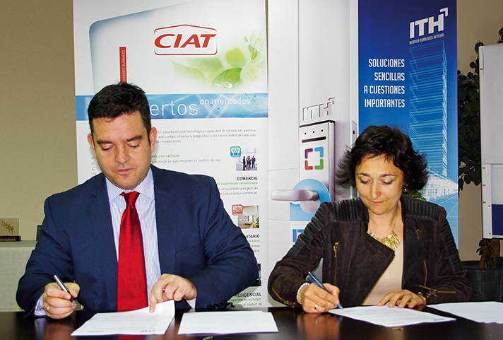 El Director General del Instituto Tecnológico Hotelero, Álvaro Carrillo de Albornoz Braojos, y la Directora Comercial de CIAT en España y América Latina, Ana María García