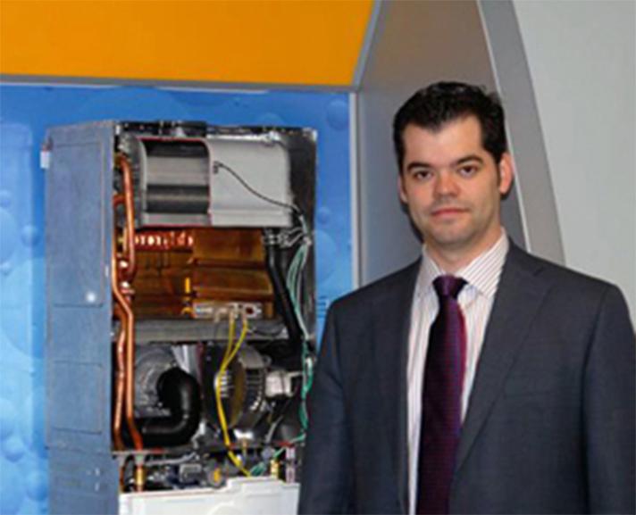Vicente Gallardo, nuevo presidente de Fegeca, en la sede de Junkers