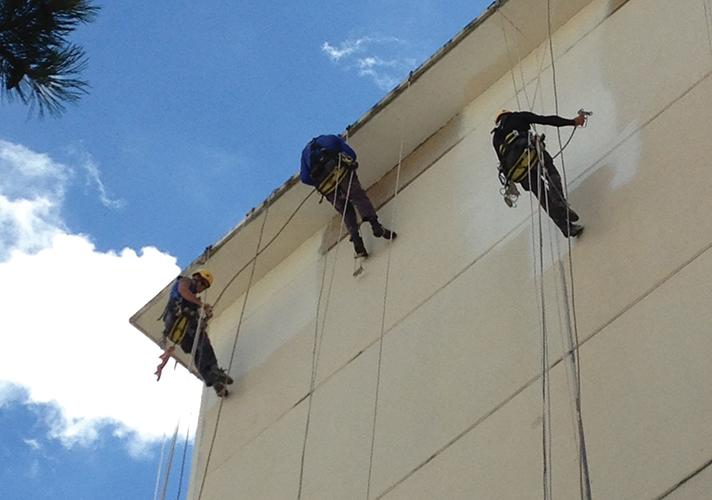 A través de la prestacion de trabajos verticales en altura y sin andamios, Imo24h ofrece servicios en diferentes sectores