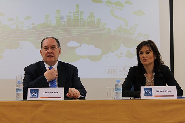 Javier García Breva, experto en políticas energéticas y Presidente de N2E, junto a África Orenga, de Imedia