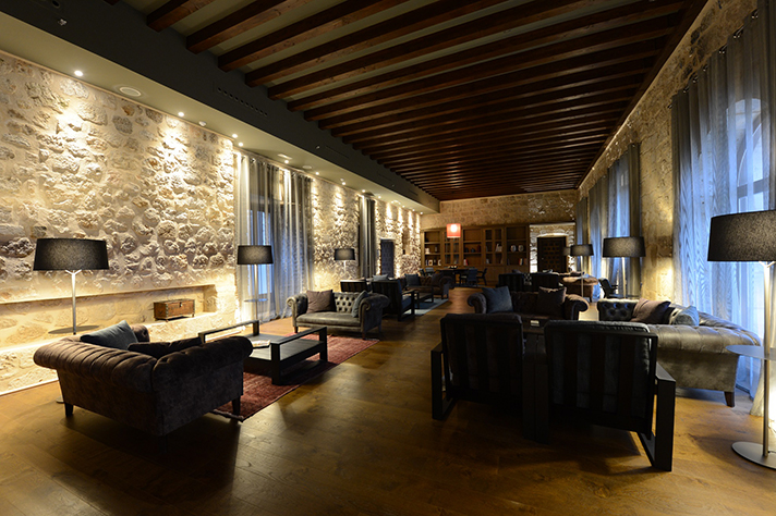 La rehabilitación del Monasterio de Valbuena cuenta con 4.000 m2 de Ursa AIR Zero