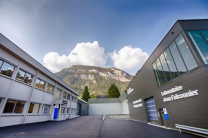 El Centro de Excelencia incluye un centro de investigación y desarrollo y un laboratorio de pruebas y análisis