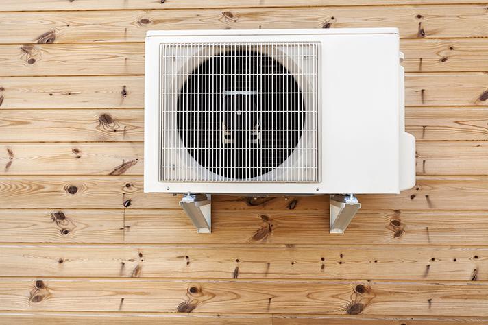 La aerotermia es un sistema altamente eficiente que garantiza a la vez calefacción, agua caliente sanitaria y refrigeración