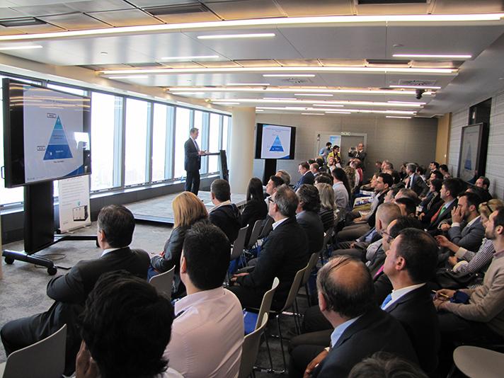 Un numeroso grupo de clientes asistió a la presentación de Systemair