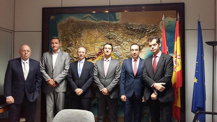 Momento de la firma del acuerdo para el Plan Renove de Salas de Calderas
