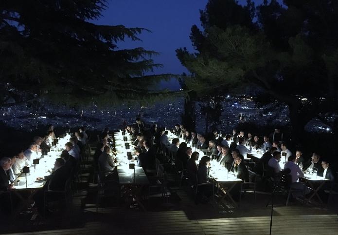 Los asistentes disfrutaron de una cena bajo las estrellas con las mejores vistas de Barcelona