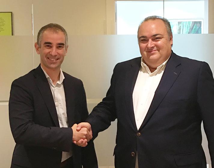 Raúl Rodríguez, Director General de AGIC-FERCA, y Andreu Vilà, Director General de Fundación ECOTIC, durante el acto de firma del convenio