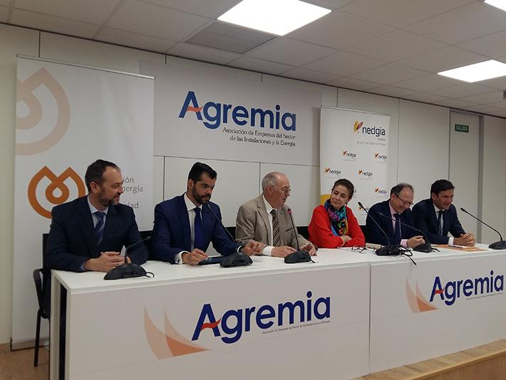 Momento de la firma del acuerdo en la sede de Agremia