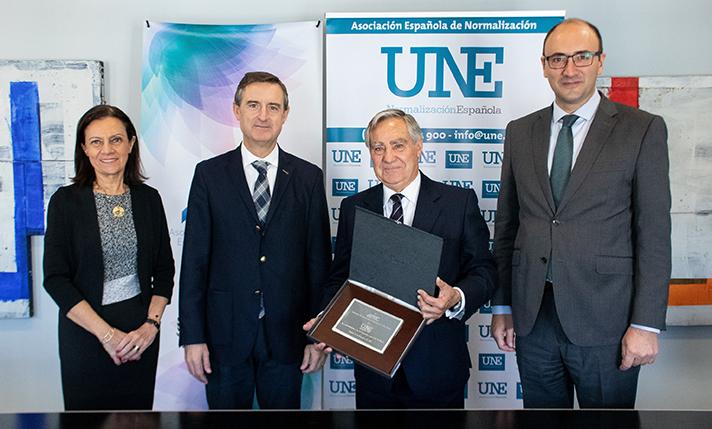 Pilar Budí, Directora General de AFEC; Luis Mena, Presidente de AFEC; Carlos Esteban, Presidente de UNE; y Javier García, Director General de UNE