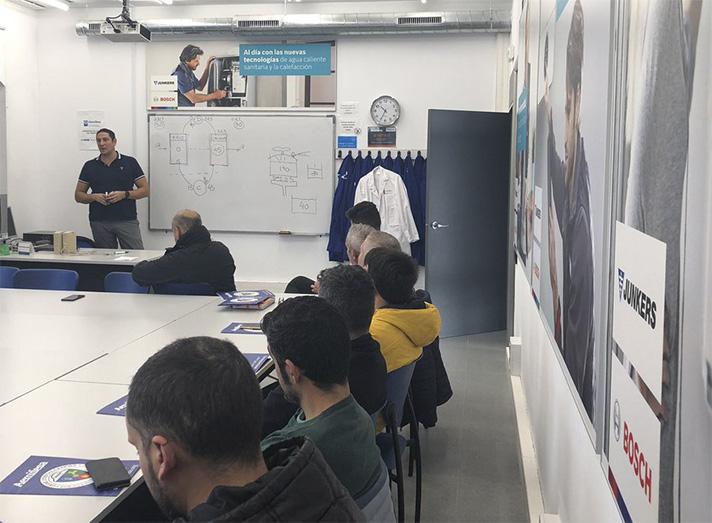Junkers ha llevado a cabo una sesión práctica de formación a instaladores en Aemifesa