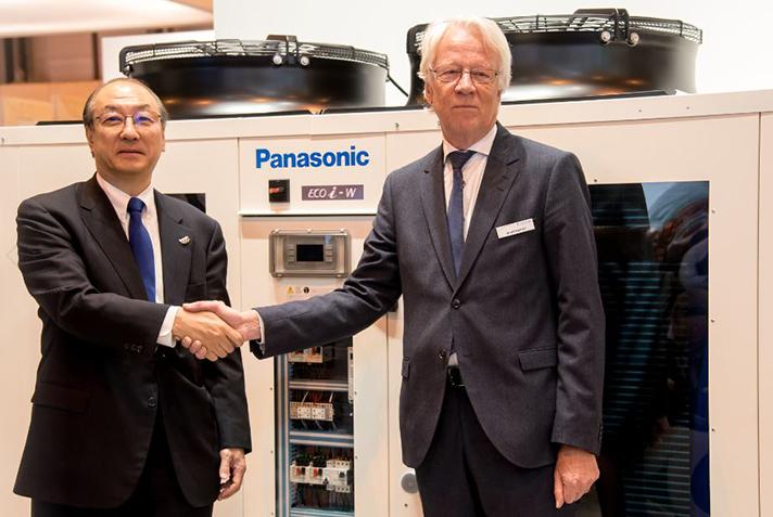 Toshiyuki Takagi, Director Ejecutivo de Panasonic Corporation y Presidente de Panasonic Aire Acondicionado, y Roland Kasper, CEO de Systemair