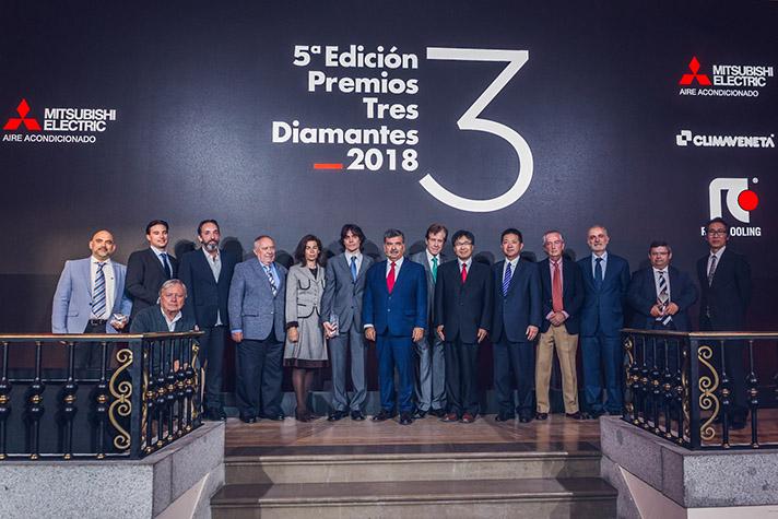 Foto de los premiados, equipo de Mitsubishi Electric y jurado de los premios