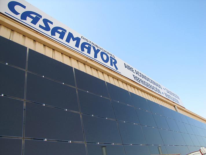 La compañía de distribución apuesta por la energía fotovoltaica como nueva línea de negocio