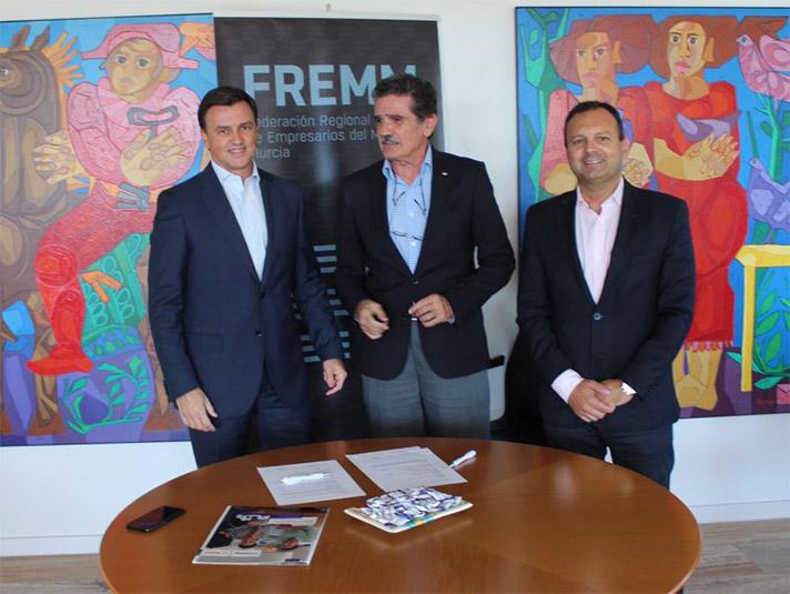 Ambrosio Martínez Abellán, Jefe de Ventas Regional de la Zona Este Junkers; Andrés Sánchez, secretario general de FREMM y Faustino Herrero, presidente de Cruz Roja Murcia