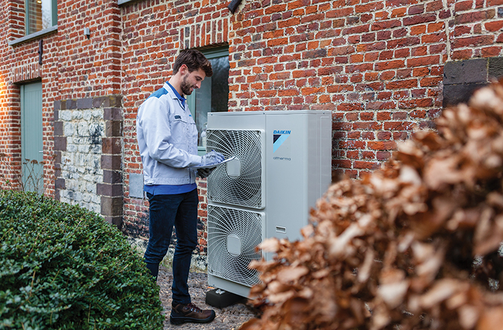 En su afán por ofrecer el mejor servicio a sus clientes, la compañía de climatización es la primera del sector en facilitar la comunicación entre profesionales a través de esta aplicación de mensajería