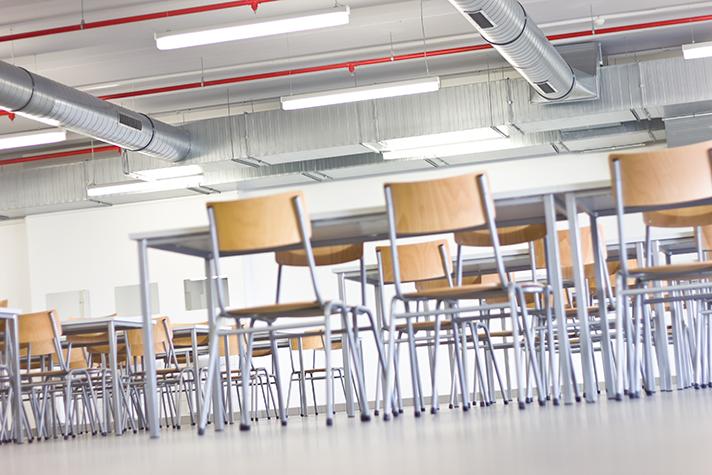 El documento está orientado principalmente a los centros de educación infantil, primaria y secundaria
