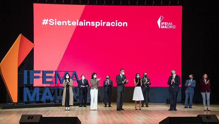 Los Reyes asistieron, junto a la Presidenta del Senado, la Presidenta de la Comunidad de Madrid, la Ministra de Industria, Comercio y Turismo y el Alcalde de Madrid, a la presentación de la nueva estrategia y marca corporativa